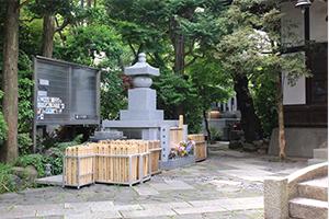 感応寺動物供養塔